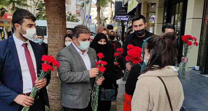 Ak Çayırova'dan kadınlara Karanfil