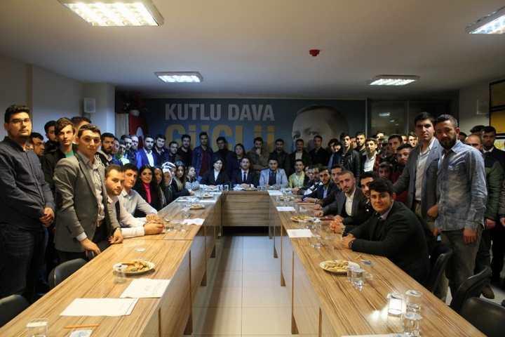 """AK Parti Körfez İlçe Gençlik Kolları """"Arı"""" gibi"""