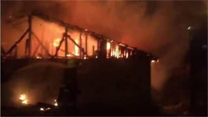 Alev topuna dönen yangın paniğe neden oldu