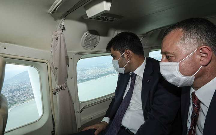Bakan uçakla inceledi