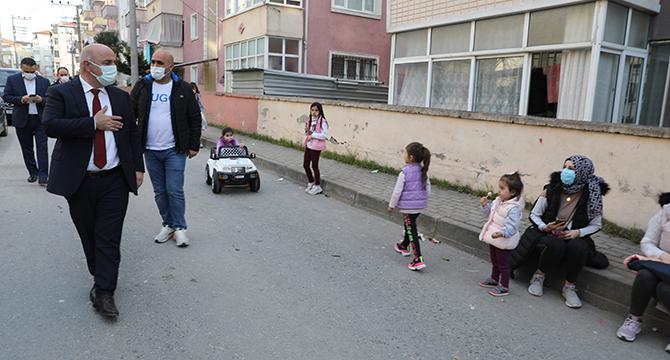 Başkan Bıyık, Ramazan'da sokak sokak geziyor