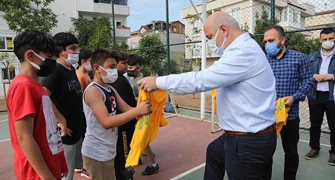 Başkan Bıyık'tan çocuklara sürpriz