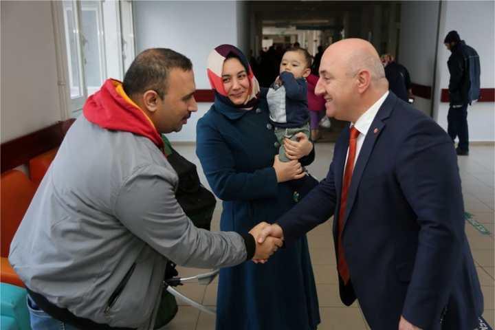 Başkan Bıyık'tan hastalara moral ziyareti