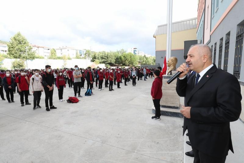 Başkan Büyükgöz öğrencilerin heyecanına ortak oldu