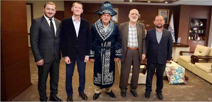 Başkan Karaosmanoğlu, Kazak Çapanı giydi