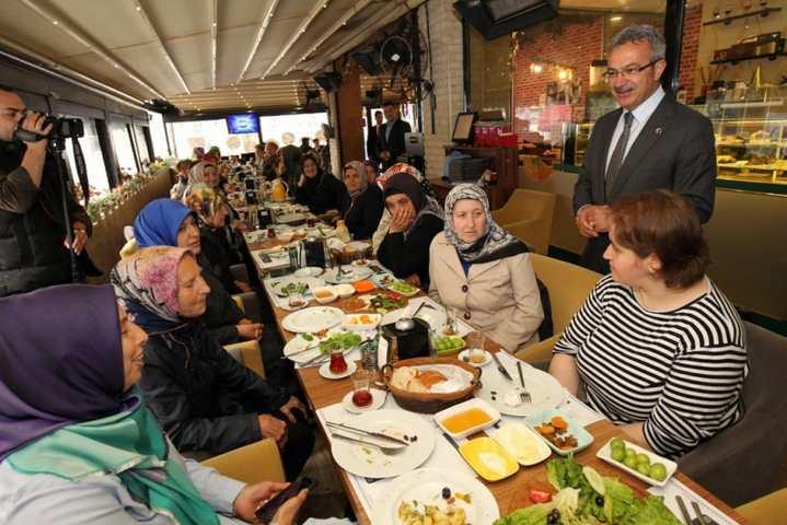 Başkan Köşker Annelerle Bir Araya Geldi