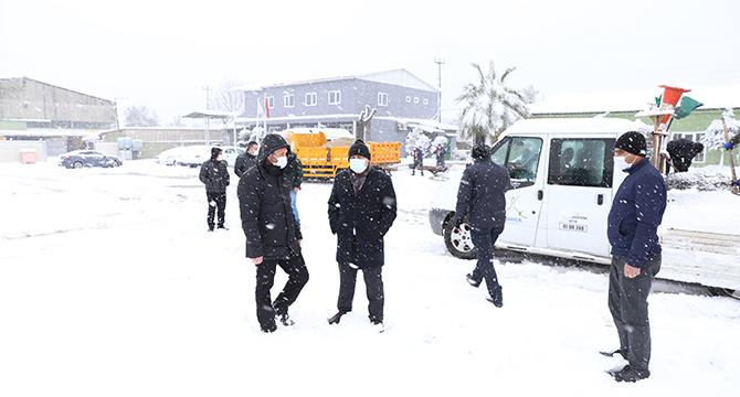 Bıyık, karla mücadele çalışmalarını yakından takip etti