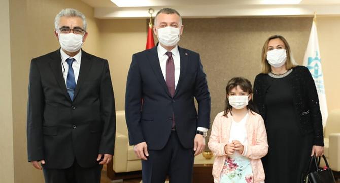 Büyükakın, makamını 2. sınıf öğrencisi Atalay'a bıraktı