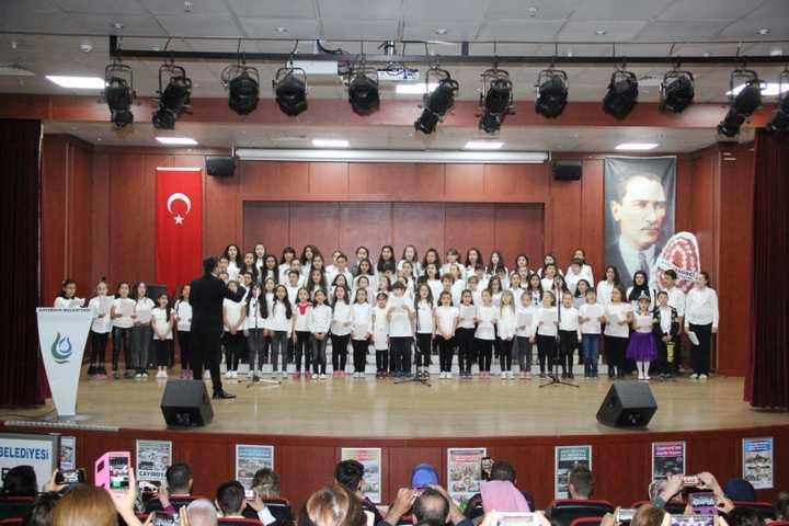 Çayırova Belediyesi Atatürk Mahallesi Bilgievi Öğrencilerinden Anneler Gününe Özel Program