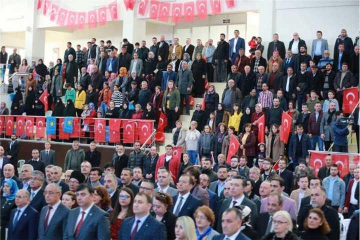 Çayırova'da Bayrak Coşkusu!