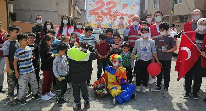 Darıca Kızılay, 23 Nisan'da Çocukları Unutmadı