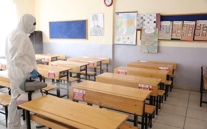 Darıca'da okullar dezenfekte ediliyor