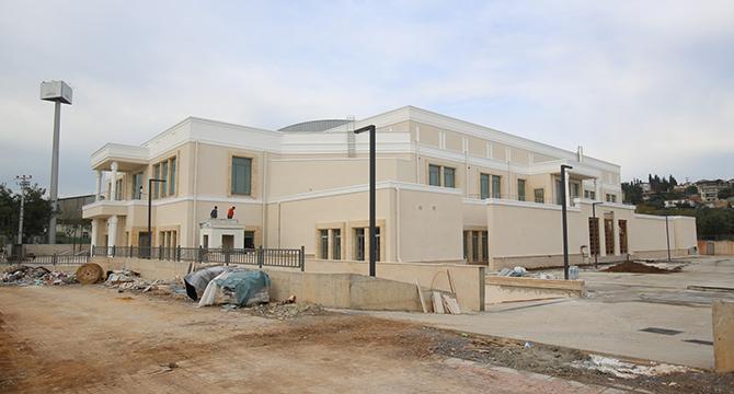 Darıca'daki spor salonu özgün mimarisi ile dikkat çekiyor
