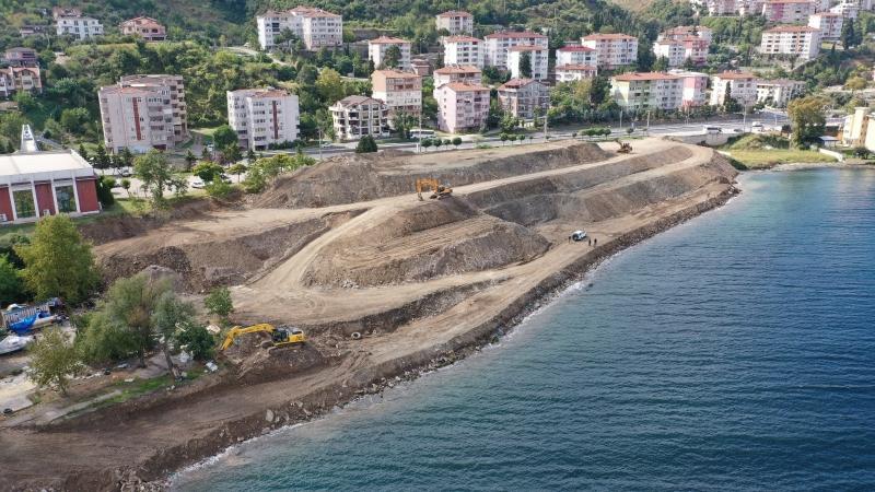 depremden kalan inşaat atıkları kaldırılıyor