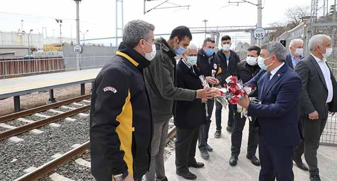 Dilovası'nda ADA Treni çiçeklerle karşılandı