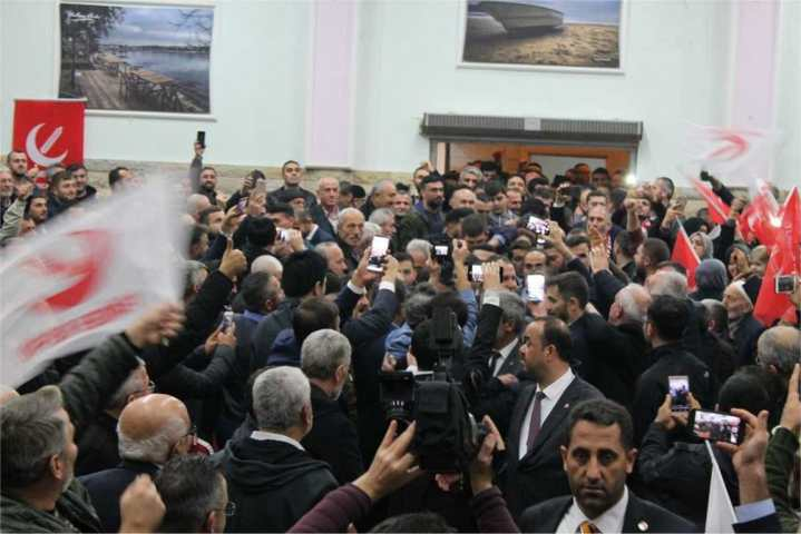 Fatih Erbakan, Ak partiyi kendi partisine iltihak olmaya davet etti.