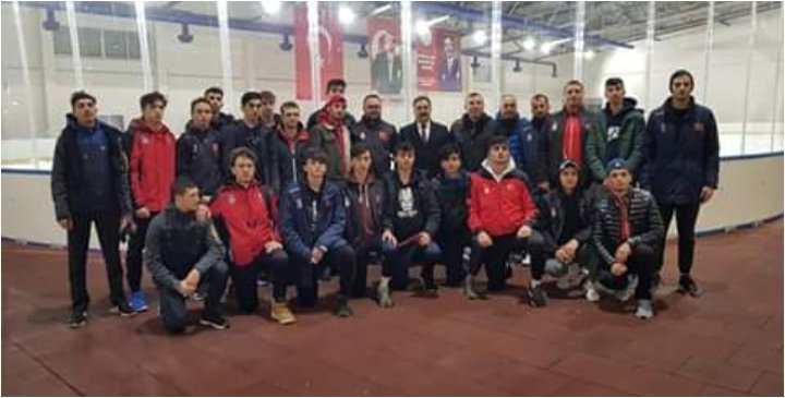 Güler'den U20 buz hokeyi milli takımını ziyaret