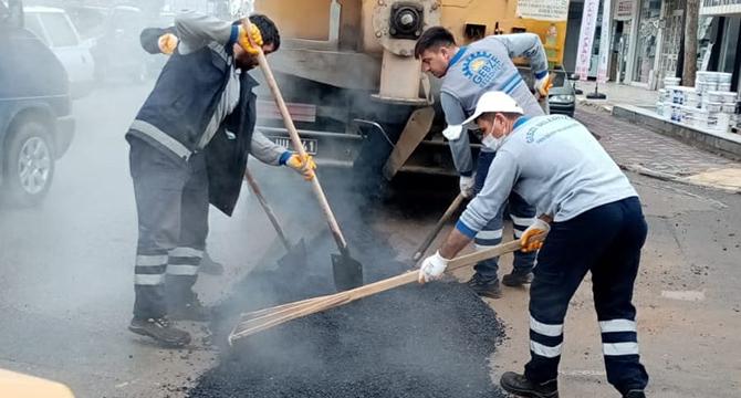 Gebze'de asfalt yama çalışmaları