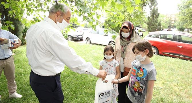 Gebze'de koronavirüsle mücadeleye destek sürüyor