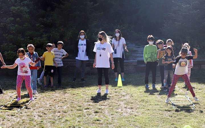 Gençlik kamplarında eğlenceli etkinliklerle stres atıyorlar
