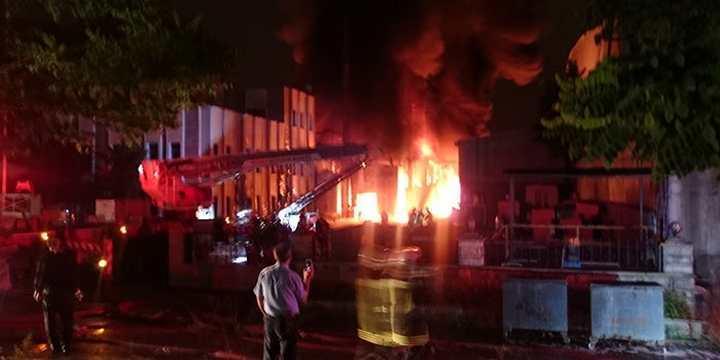 Geri Dönüşüm Fabrikasında Çıkan Yangın Korkuttu