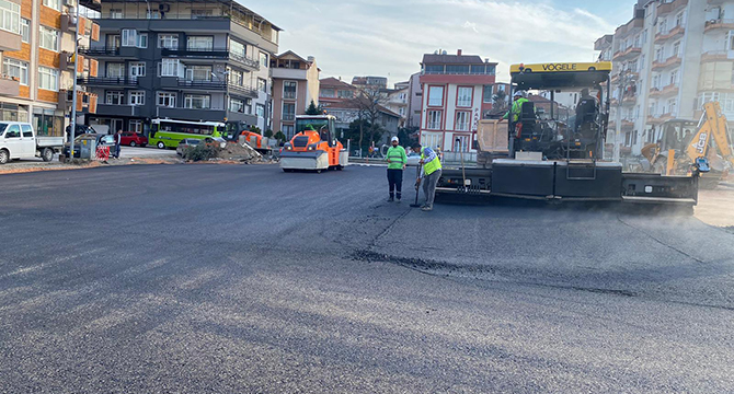 Gölcük Donanma Caddesi'ndeki otopark tamamlanıyor