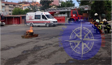 Gönüllü itfaiyecilere yangın tatbikatı