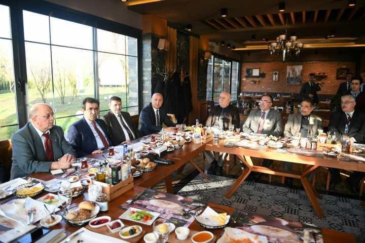 Güzeloğlu, Esnaf Kefalet Kredi Kooperatifleri ile kahvaltıda bir araya geldi.