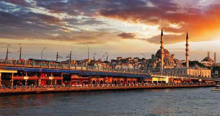 İSTANBUL'A 7 MİLYON YABANCI TURİST GELDİ