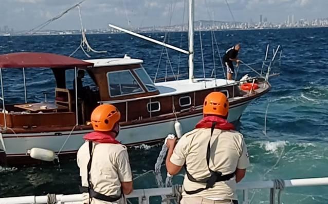 İstanbul'da sürüklenen tekne kurtarıldı
