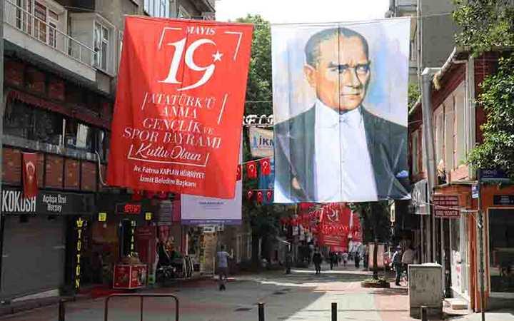 İzmit sokaklarında 19 Mayıs coşkusu