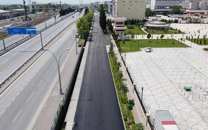 İzmit'te Valilik önü yan yolu bir günde asfaltlandı