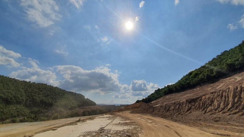 Karamürsel İhsaniye Barajı'nda temizlik çalışmaları yapılıyor