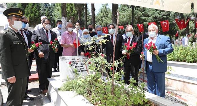 Kaymakam Güler'den Şehitliğe 15 Temmuz Ziyareti