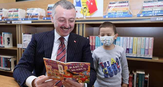 ''Kitap okumanız gurur verici, sizler bu konuda öndersiniz''