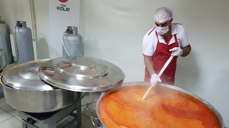 Kızılay'dan Selzedelere  Sıcak Yemek