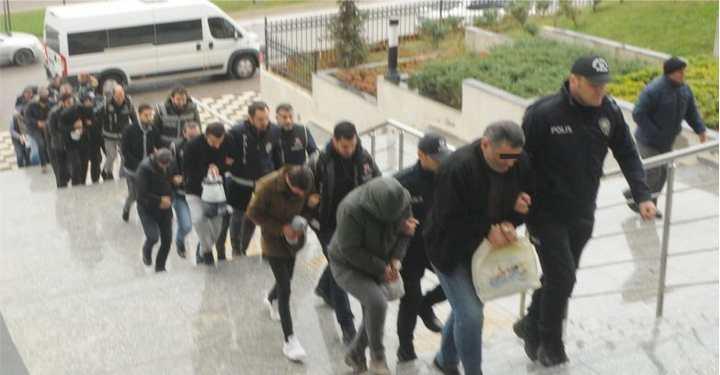 Kocaeli, İstanbul ve Bursa'da eş zamanlı operasyon