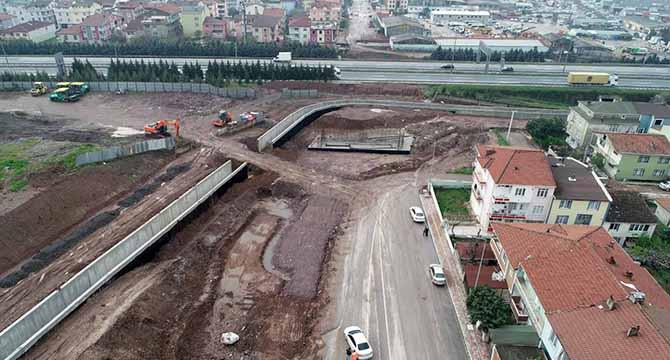 Körfez'de otoyol geçiş köprüsü yapımı devam ediyor