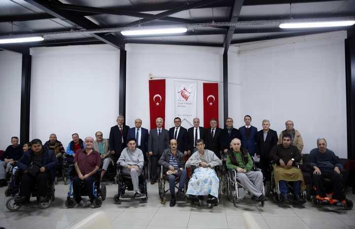 KOTO, engelli vatandaşlara akülü sandalye hediye etti