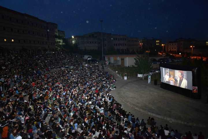 """KOÜ'lü öğrenciler ''Neşeli Günler"""" filmini izledi"""