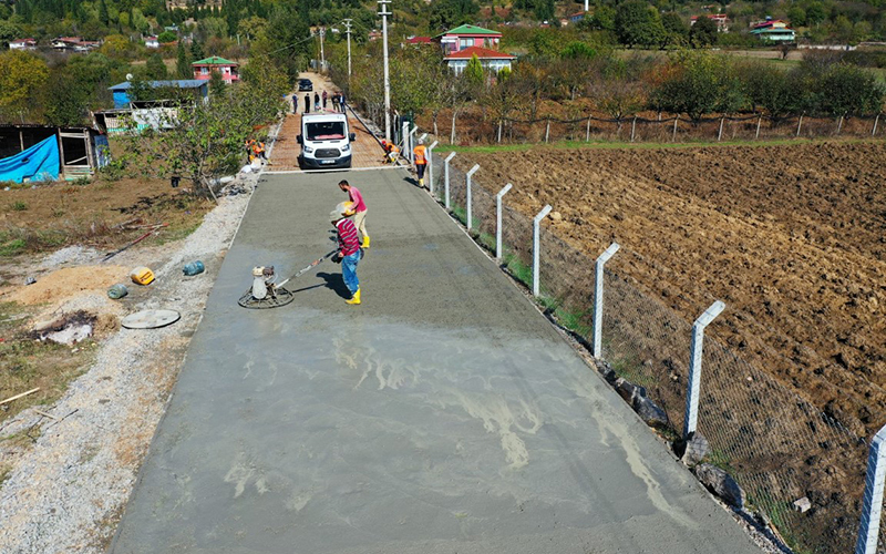 Köy yollarında hummalı çalışma