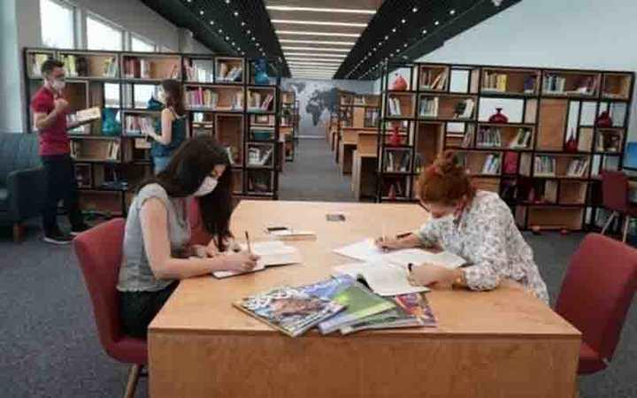 Kütüphane kapılarını açıyor