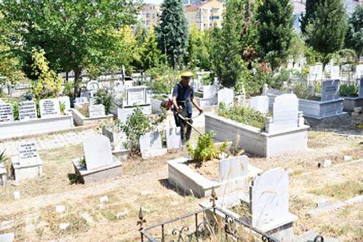 Mezarlıklar bayram hazır