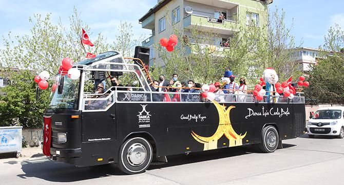 Moral Otobüsü Darıcalı çocukları eğlendirdi