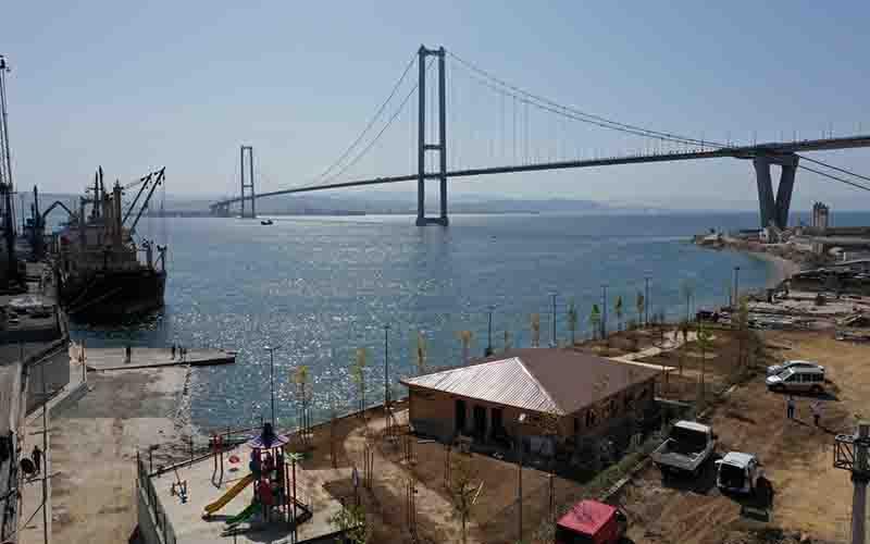 Osmangazi Köprüsü manzaralı sahil parkı şekilleniyor