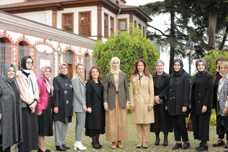 Sümeyye Erdoğan, Marmara Kadınlar Birliği'ne ziyaret