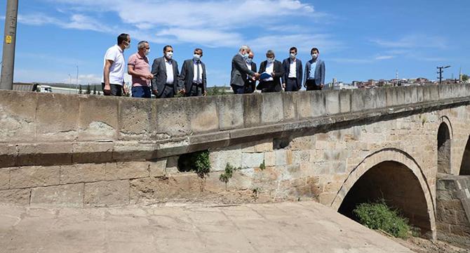 Tarihi köprüde restorasyon çalışmaları başladı