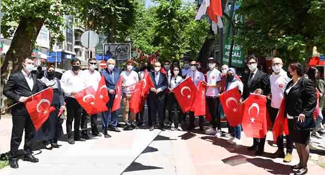 """Vali Yavuz: """"Bayrak Şuurunu Dimdik Ayakta Tutmalıyız"""""""
