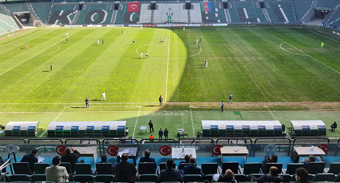Vali Yavuz, Kocaelispor maçını İzledi