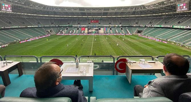 Vali Yavuz maçı protokolden izledi